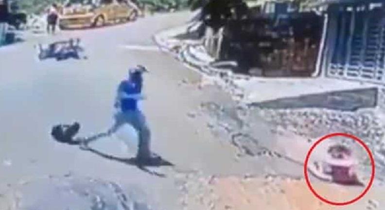 لحظه نجات جان نوزاد توسط موتورسوار قهرمان/ ویدئو