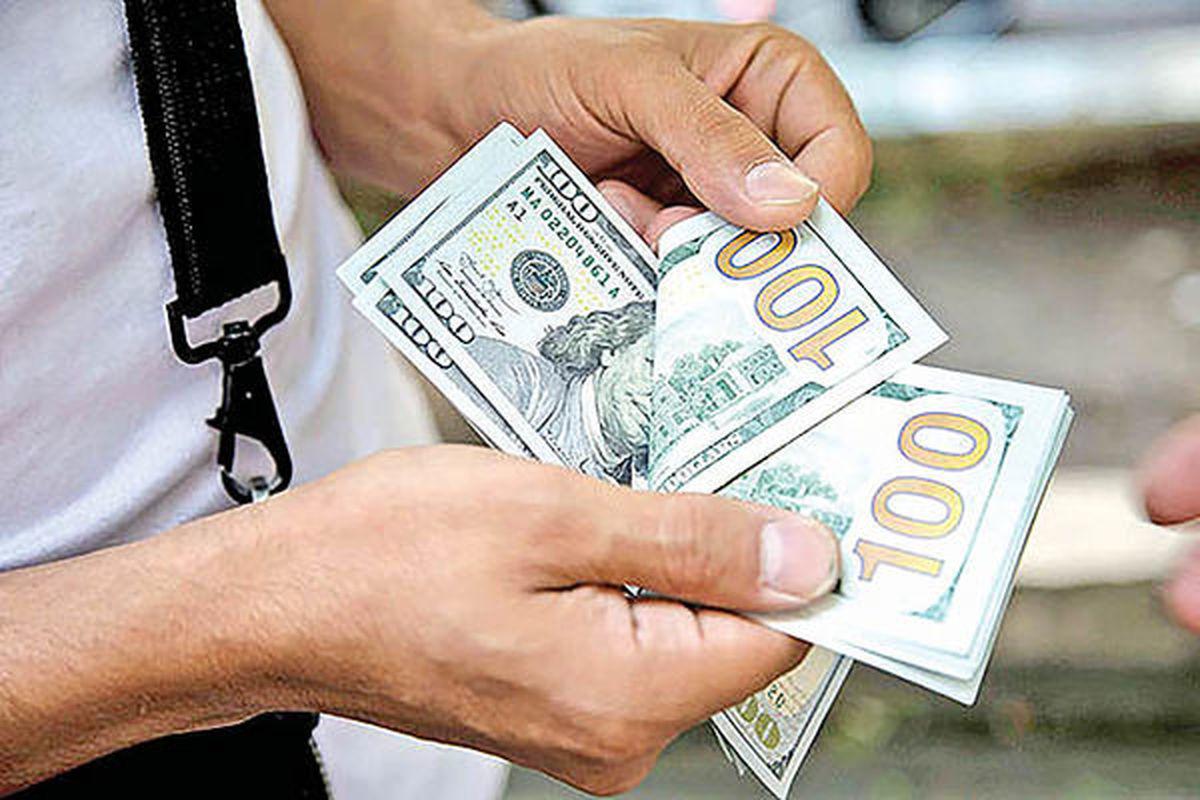 سقوط دلار در بازار شبانه دلار مشهد/ ویدئو
