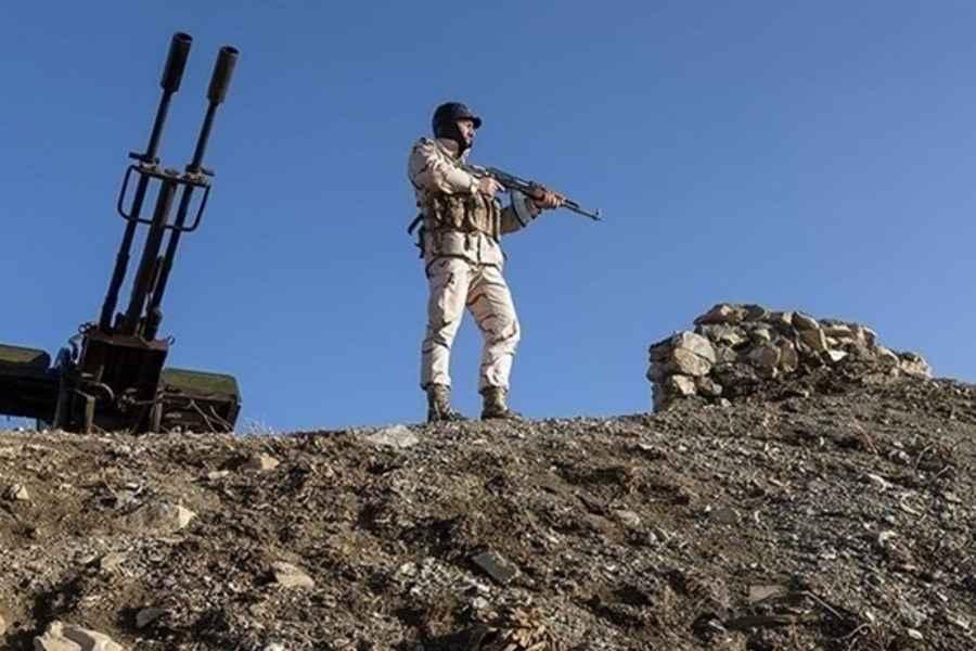 سرباز دست شکسته ایرانی از ترس مافوق خود به افغانستان رفت/ در هنگ مرزی زابل چه گذشت ؟ / فیلم